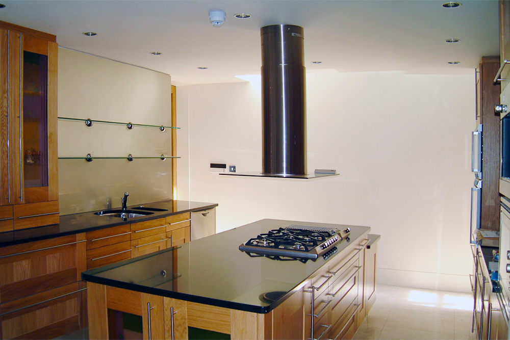 Kitchen, Carlyle Square. Architect: Peter Stern.